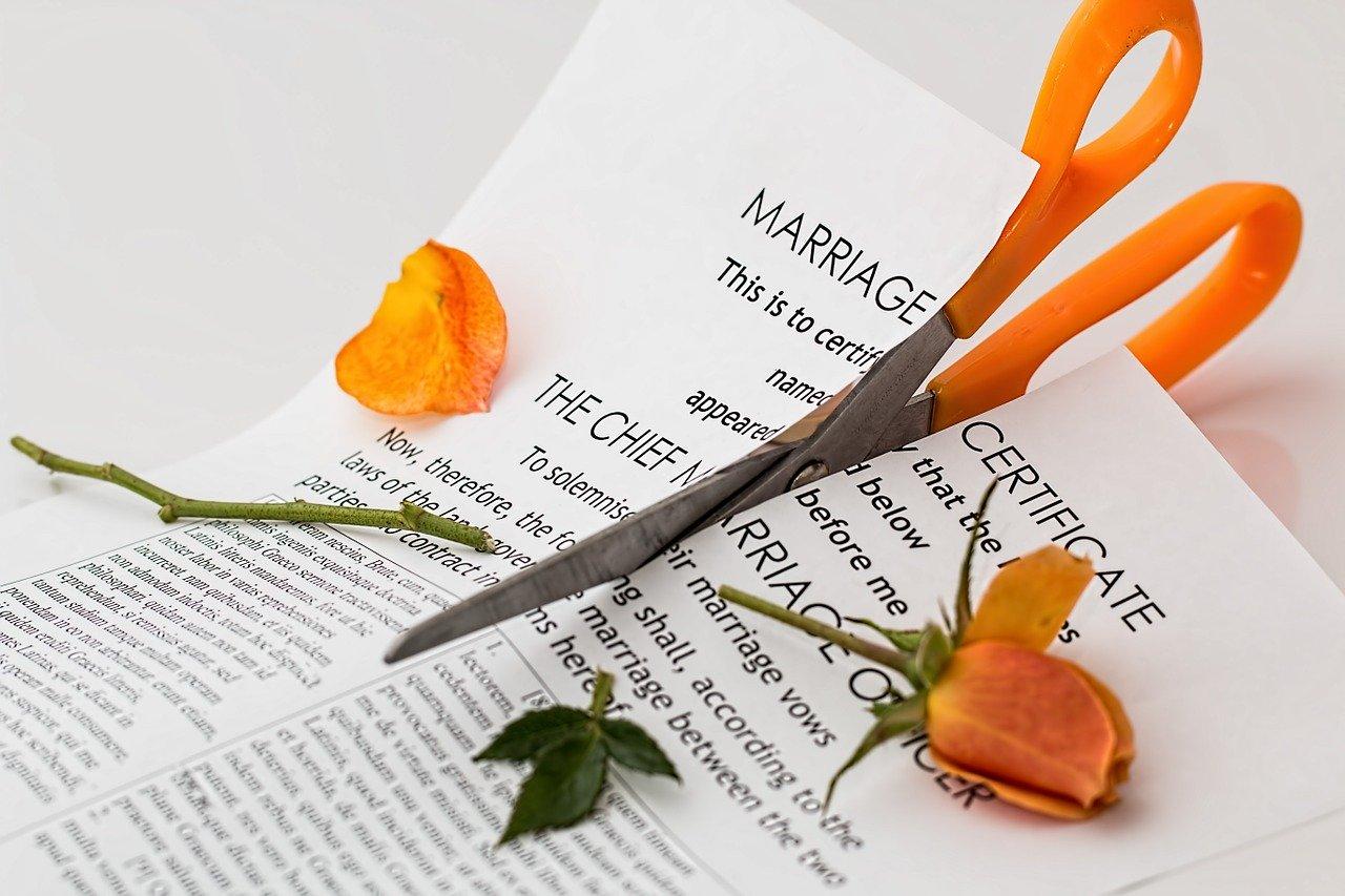 破かれた婚姻届