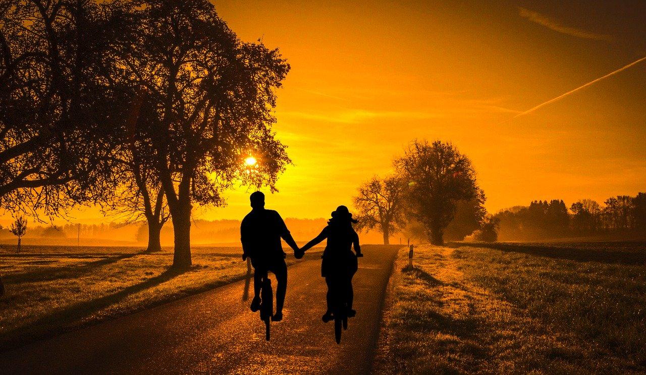 自転車に乗る恋人