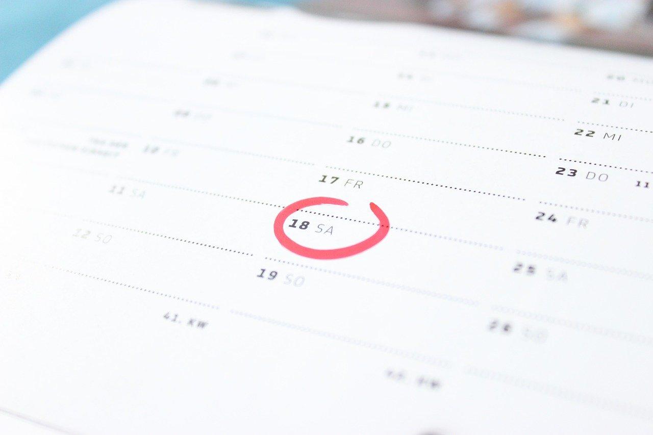 予定を書き込んだカレンダー