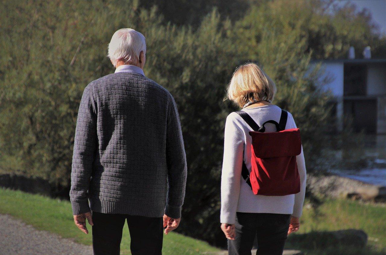 高齢のカップル