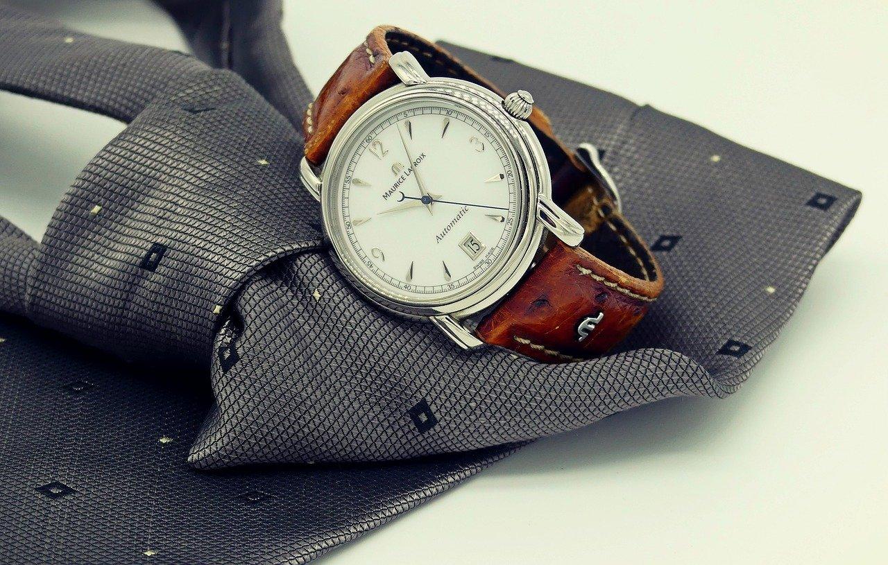 ネクタイと腕時計