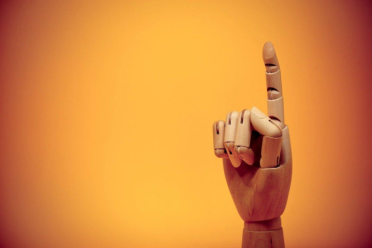 人差し指を立てるジェスチャー