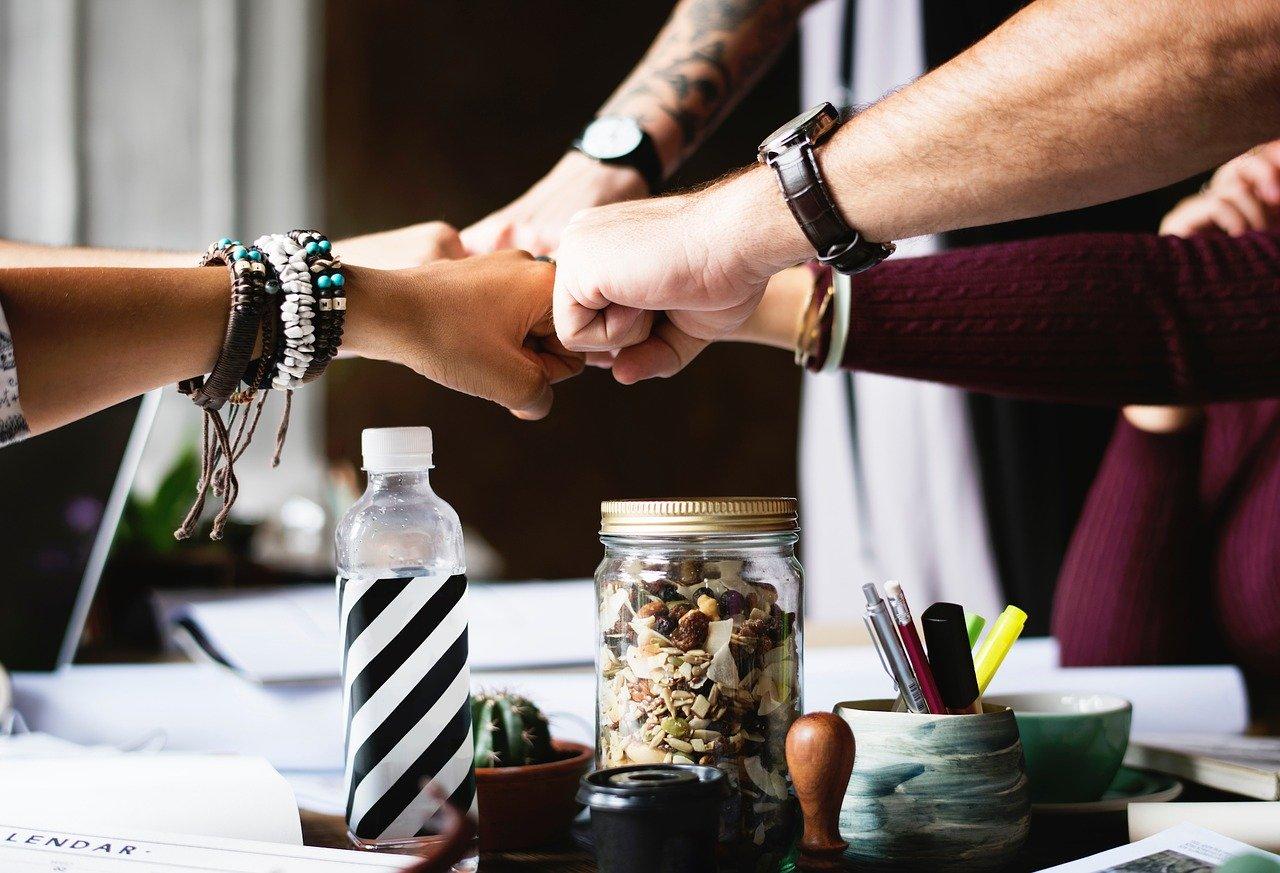 団結する会社のチーム
