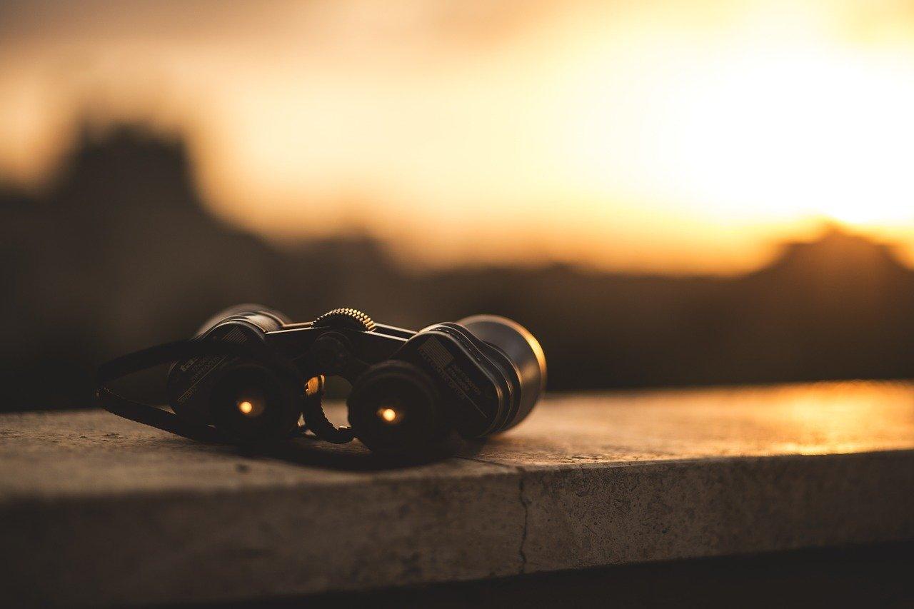 夕日と双眼鏡