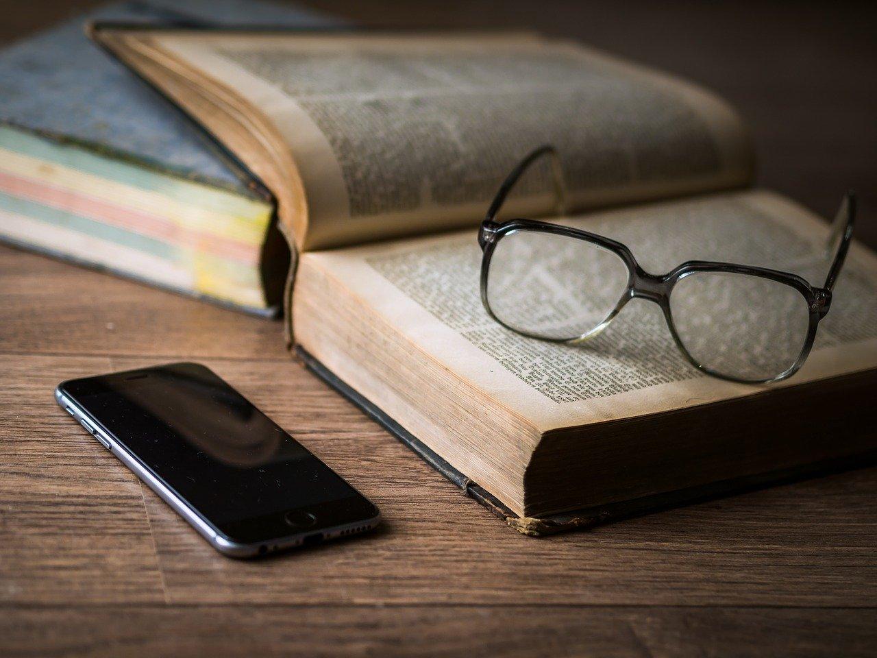 参考書とメガネ