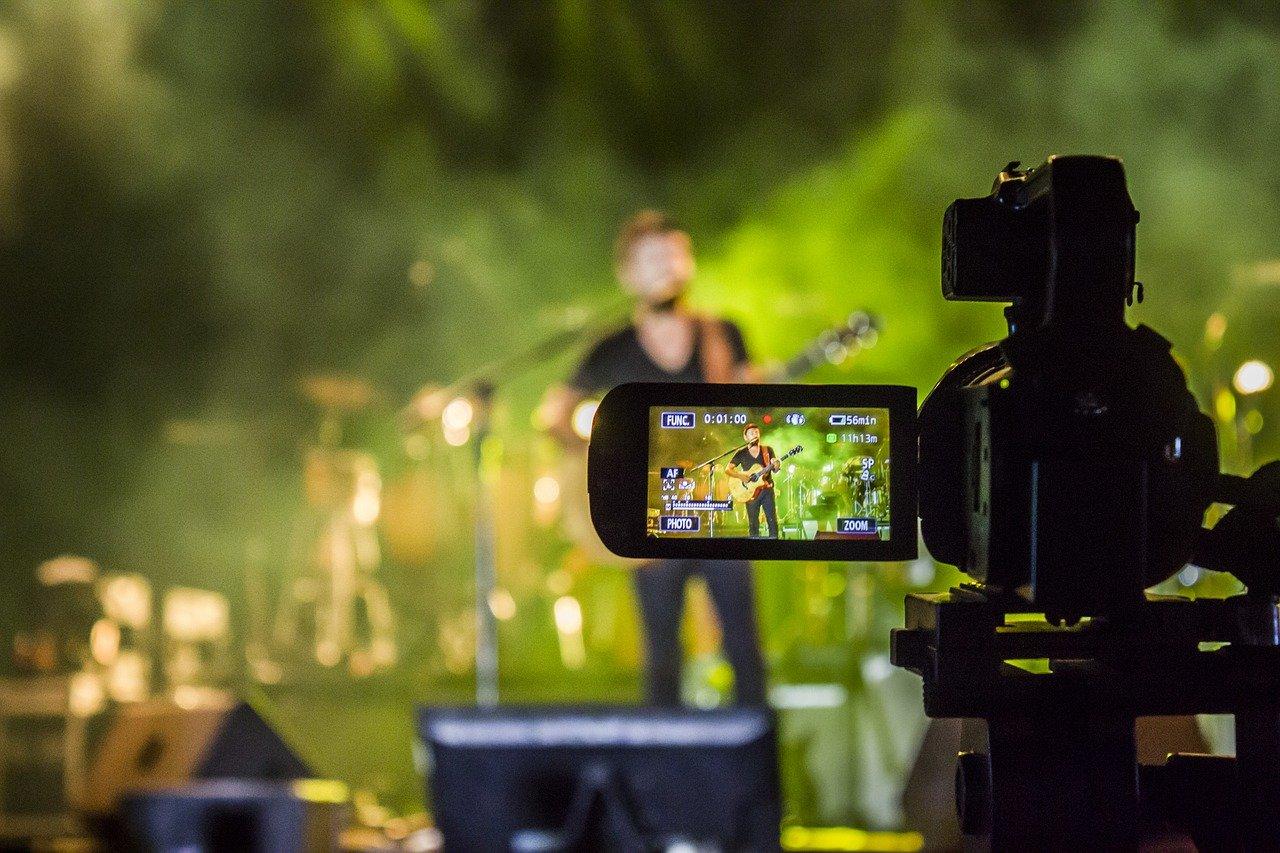 アーティストとカメラ