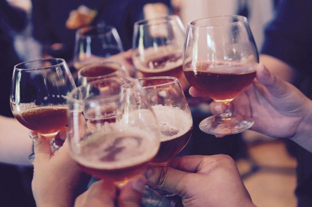 同窓会での乾杯